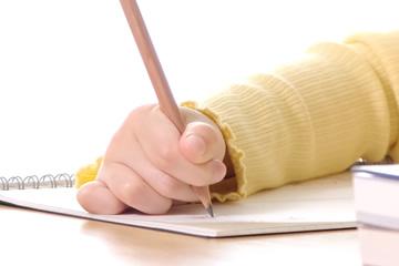 子どもの鉛筆の間違った持ち方